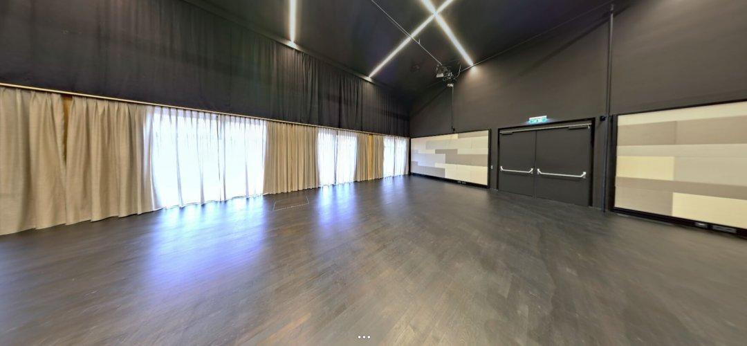 Bühnenraum (Saal der Musikschule)