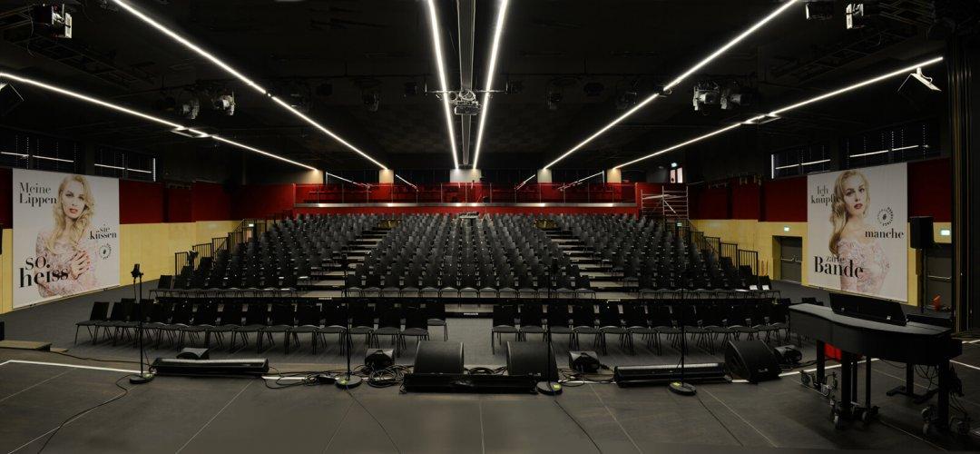 Sporthalle (Zuschauerraum) – Bühnensicht